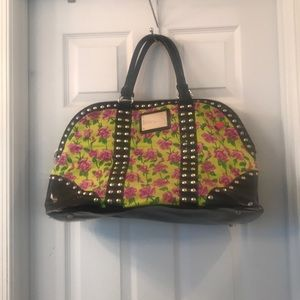 Nice Betsey travel bag